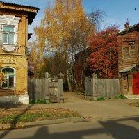 Старые дворы, осень в разгаре ... :: Святец Вячеслав