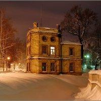 Гатчина. Екатеринвердерская башня ночью :: Сергей Никитин