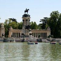 Парк Ретиро.   монумент Альфонсу XII :: ИРЭН@ .