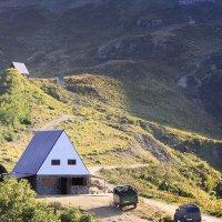 Домик у подножья горы :: Максим Минаков