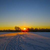 Восход на Якушевском озере :: Сергей Цветков