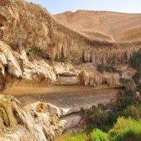 скала и источник Сувэмиях (Shuwaymiyyah) :: Георгий А