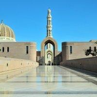 главный вход центральной мечети столицы Маскате :: Георгий А
