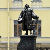 памятник Строителю города  2 :: Сергей