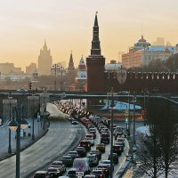Большой Москворецкий мост вечером :: Евгений Кочуров
