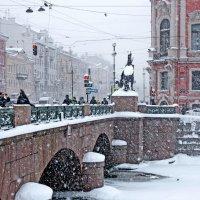 В нашем городе снег... :: Ирина Румянцева