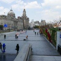 Прогуливаясь по нижнему уровню набережной Бунд (Шанхай, Китай) :: Юрий Поляков