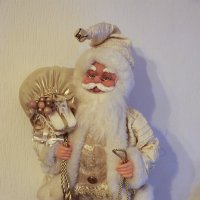Дедушка с колокольчиком-долгожданный гость праздника. :: Mila .