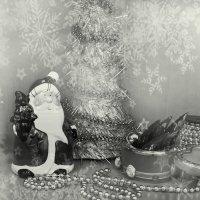 Дед Морозик у елочки :: Лира Цафф