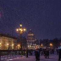 Снежный вечер. Дворцовая площадь. :: Александр