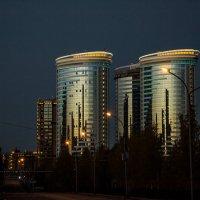 Рассвет в городе :: Сергей Коваленко