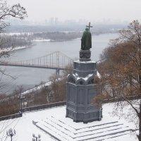 Владимир-креститель озирает свои владения с Владимирской горки... :: Тамара Бедай