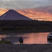 Закат на Курильском озере :: Геннадий Мельников