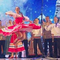Это Уральский народный хор зажигает, и песни и пляски... :: Михаил Полыгалов