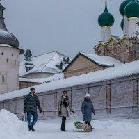 Восточный фас Ростовского кремля :: Юрий Велицкий