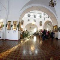 В храме.. :: Александр Широнин