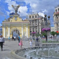 Киев. На площади Независимости. Лядские ворота :: Татьяна Ларионова