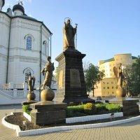 Памятник святителю Митрофану Воронежскому :: Елена (ЛенаРа)