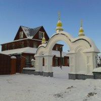 главные ворота в храм :: Владимир