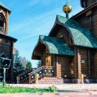 Церковь и колокольня из сруба. :: Лилия .