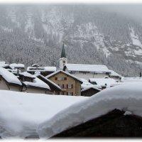 В Альпах, крыши выдерживают много снега... :: ZNatasha -
