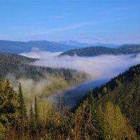 Сползает туман по долине :: Сергей Чиняев