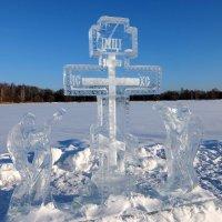 Крест над Крещенской купелью. :: Люба
