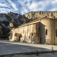 новая церковь в монастыре :: Лариса Батурова