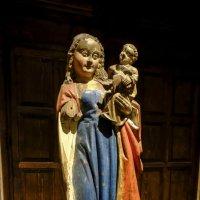 девственница и дитя, деревянная скульптура 1490 г. :: Георгий А