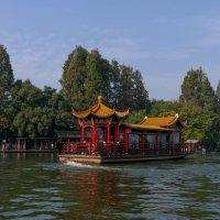 Путешествие на старинном китайском пароме, оз.Сиху (Китай) :: Юрий Поляков