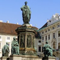 Памятник императору Францу в Хофбурге. Вена :: Лара Амелина