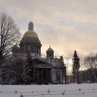 Исаакиевский собор в январе :: Лариса Крышталь