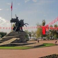 Памятник Ататюрку, первому президенту Турции в Анталии :: Лара Амелина