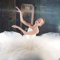 юная балерина , белая шопенка :: Ирина Абдуллаева