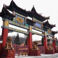 Ворота в Храм. Аньшань :: Лариса Крышталь