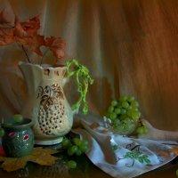 Натюрморт с зелёным виноградом :: Нэля Лысенко