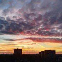 Закат над городом :: Дмитрий Симонов