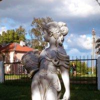 Девушка с корзинками :: Варвара Высоцкая