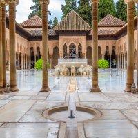 Львиный дворик, Альгамбра, Гранада :: Марина Ножко