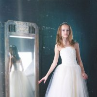 Юная балерина, зеркало, белая шопенка :: Ирина Абдуллаева