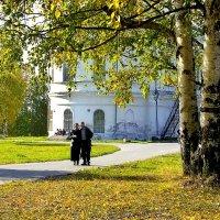 В парке у Свято-Троицкого Собора. :: Валентин Кузьмин