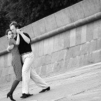 Танцы на набережной... :: Дмитрий Азарх