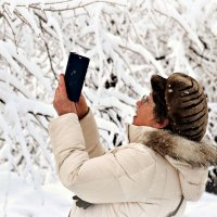 Вчерашний снегопад завораживал всех. :: Татьяна Помогалова