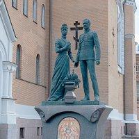 Памятник у церкви Воскресения Христова :: El Кондукова