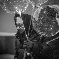 Продавщица шаров. :: Николай Галкин