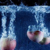 яблоки в воде :: Елена