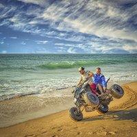 Веселые развлечения на берегу океана :: Александр Бойко