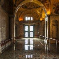 Венеция. Высокая вода в Соборе Сан-Марко :: Олег Oleg