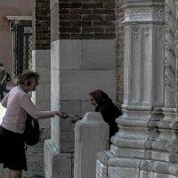 Venezia. L'elemosina alla Chiesa di S. Maria Gloriosa dei Frari. :: Игорь Олегович Кравченко