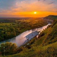 Весенняя река Кубань на закате :: Фёдор. Лашков